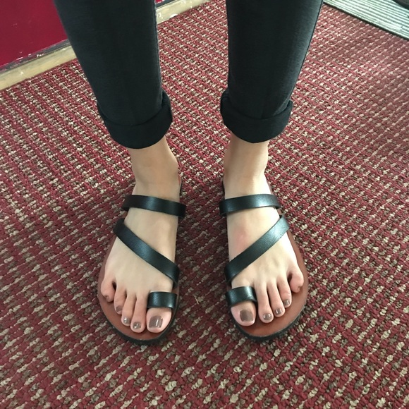 873662f51 American Eagle Outfitters Shoes - NEW! American Eagle Black Toe Ring Sandals